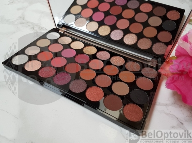 Палетка теней Revolution Makeup Ultra Eyeshadow Flawless 4 с зеркалом (32 оттенка)