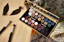 Палетка теней 30 Eyeshadow Palette Fortune Favours The Brave REVOLUTION